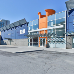Exterior front view of the retail building at 25 Kings Cross Road, Brampton